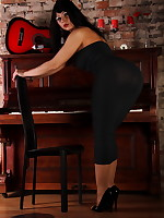 Gorgeous Pantyhose Diva in a black dress | PantyhoseDiva.com