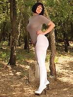 Gorgeous MILF in her white pantyhose | PantyhoseDiva.com