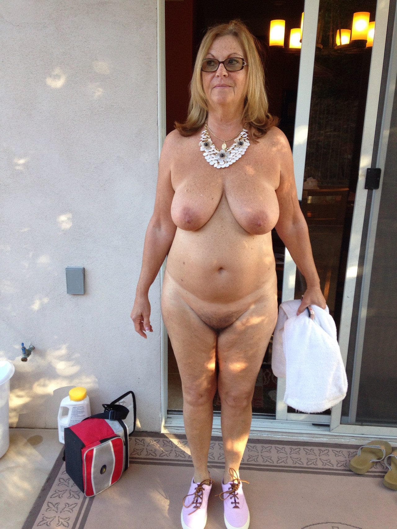 sexy old lady flashing pussy
